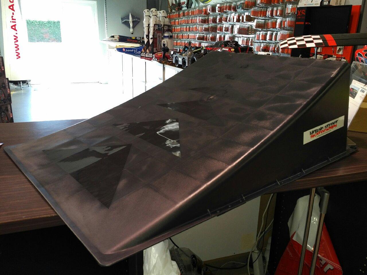rampe tremplin pour voitures radiocommand es modelisme. Black Bedroom Furniture Sets. Home Design Ideas